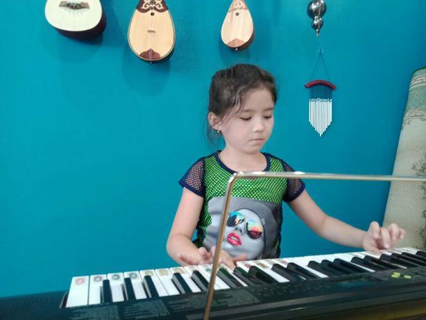 Вокал, фортепиано, гитара, домбра, укулеле, скрипка