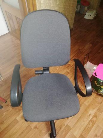 Кресло на колесиках