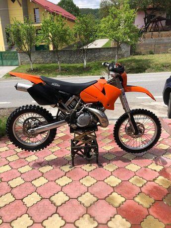 Motocicleta ktm 300