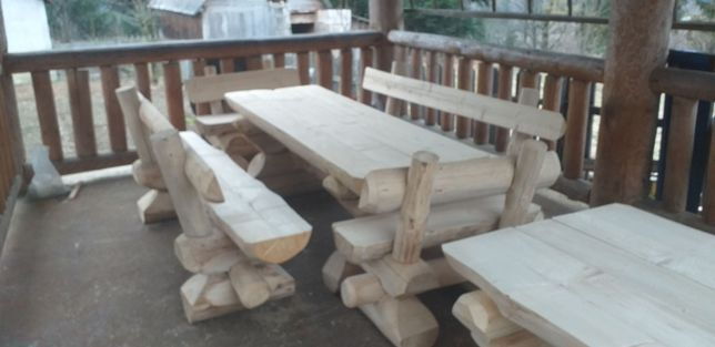 Mese masive din lemn rotund