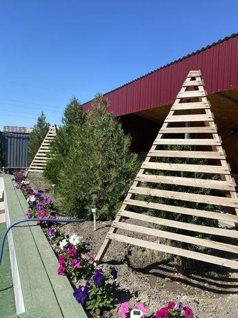 Пирамида трёхножка от солнце для ёлок