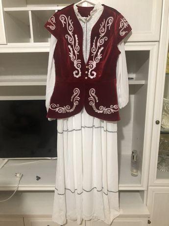 продам камзол с платьем
