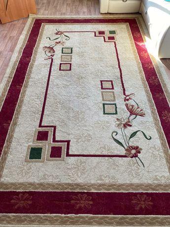 Продам ковёр длина 4м ширина 2,5