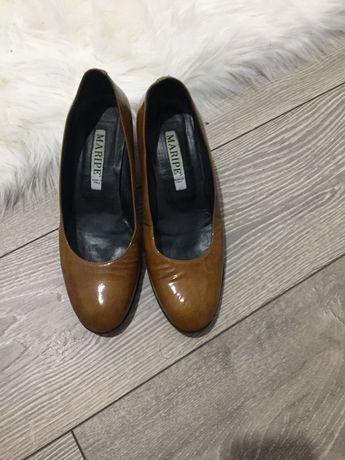 Vand pantofi marca Maripe  marimea 39 culoare maro