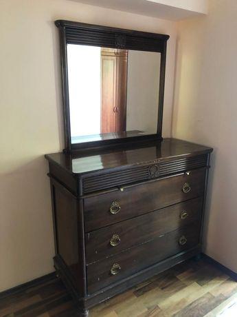 Продам комод с зеркалом в спальню