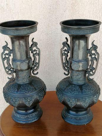 2 vaze vechi din bronz