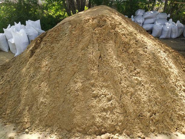 Песок в мешках и кубами