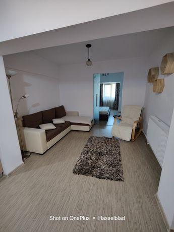 Închiriez apartament 3 camere in zona centrala