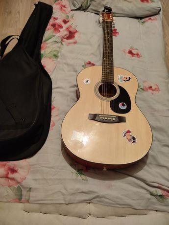 Продаю акустическую гитару в отличном состоянии