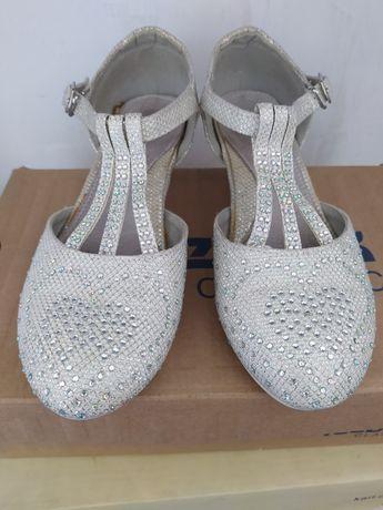 Нарядные туфли для девочки 31 р