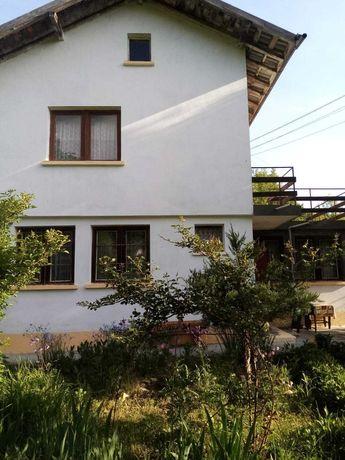 Къща с двор в курортно селище