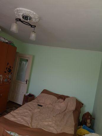 Vand apartament 3 camera cu garaj