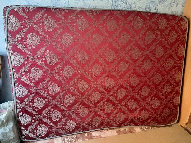 Матрас для двуспальной кровати, красного цвета