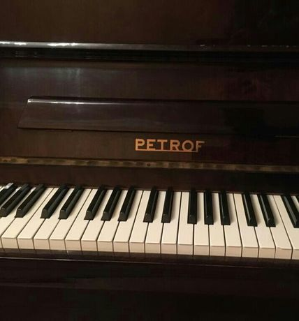 """Пианино """"PETROF"""""""