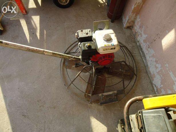 Inchiriem mai compactor,vibrator beton,elicopter pentru sapa