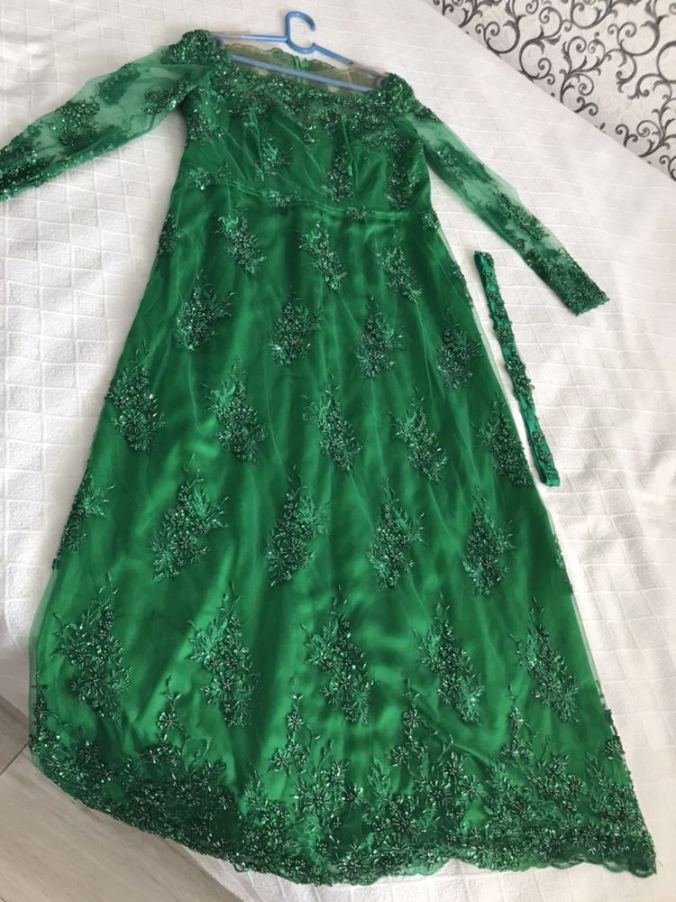 Роскошное платье в пол от казахстанского дизайнера