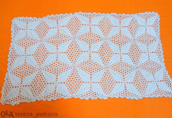 Плетена декоративна покривка за маса.