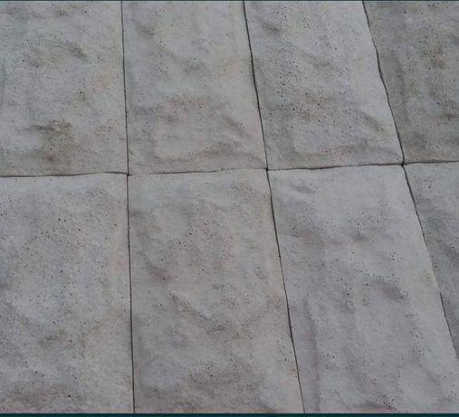 Piatra decorativă din ipsos sau beton