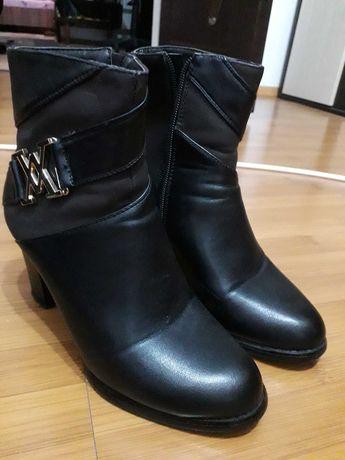 Ghete și  cizme de vânzare