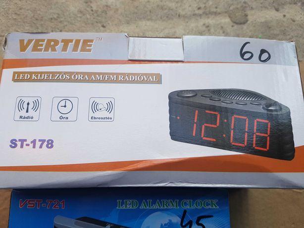 Ceasuri digitale cu radio si alarma .. 220 volt si pe baterii ..