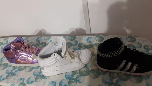 Vand Adidasi diferite
