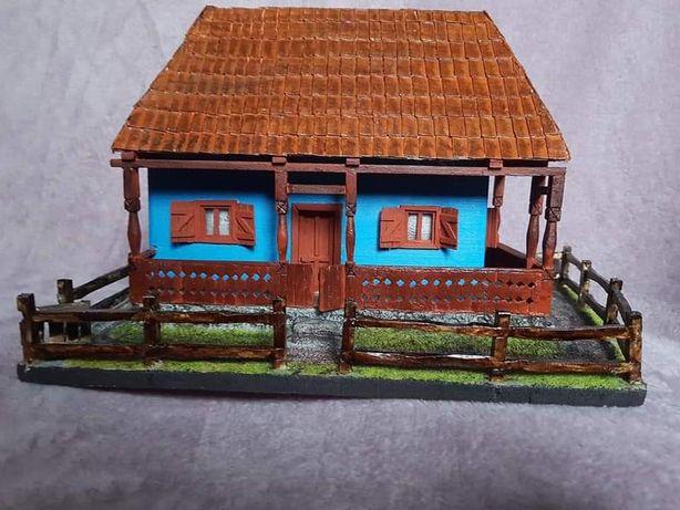 Casa parinteasca in miniatura. Casa traditionala macheta sat