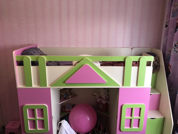 Продам спальный гарнитур для маленькой принцессы