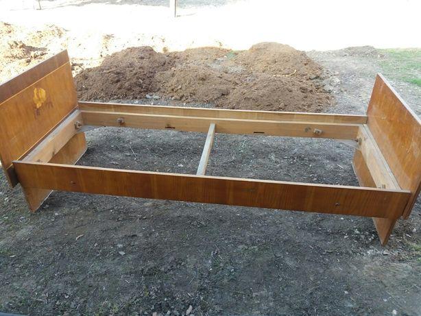 Продам деревянную кровать с матрасом