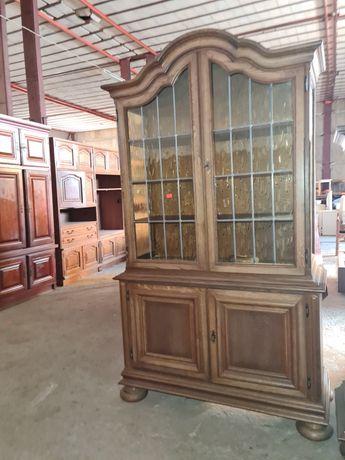 Шкаф витрина внос от Европа