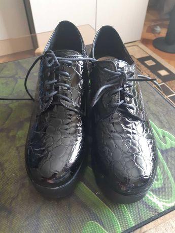 Продам ботинки новые