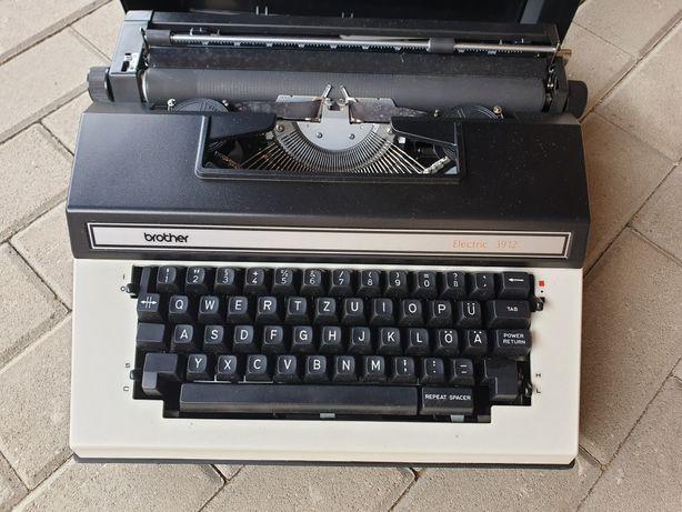 Masina de scris Brother electric 3912