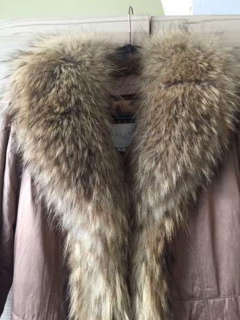 Луксозно дамско палто с голяма яка от лисица