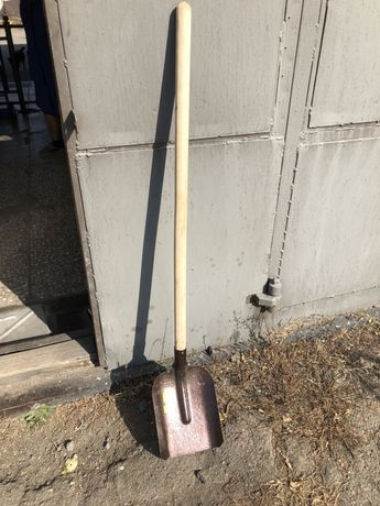 Совковая лопата