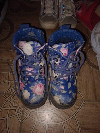 Срочно продам весенние ботинки.размер 26