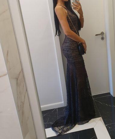 Дълга официална рокля по тялото