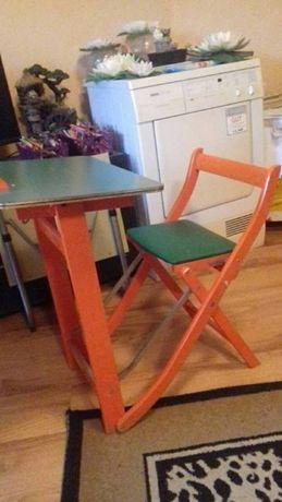 Сгъваен,дървен чин (маса) със стол