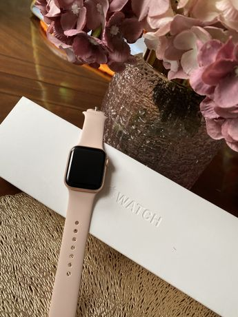 Apple Watch series 5 Gold Aluminum Case Pink Sand Sport Band 40mm