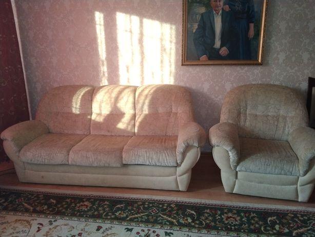 Продается Диван с креслой