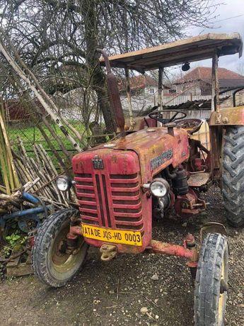 Tractor MCCORMICK International Farmall  DE- 324