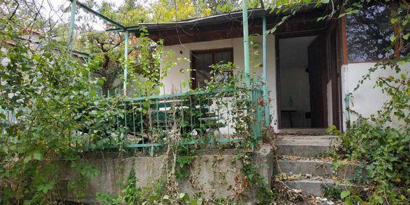 Парцел с малка къща, Варна