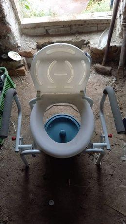 Кресло туалет для инвалидов и пожилых людей.