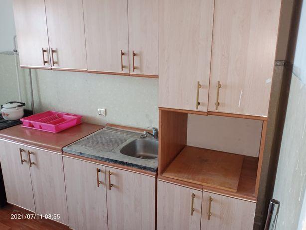 Продам кухонный гарнитур б/у, торг уместен.