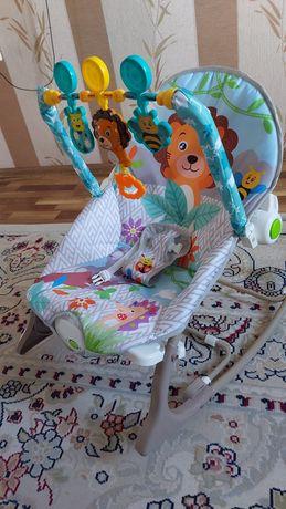 Продам шезлонг детский в подарок пакет новых вещей ребёнку.