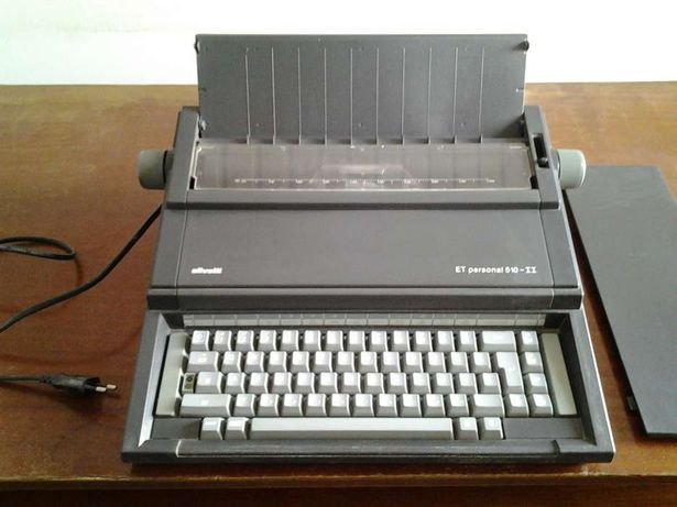 Masina de scris electrica Olivetti