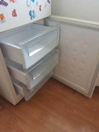 Холодильник марки Samsung