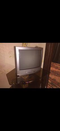 Продам телевизор с подставкой 10000