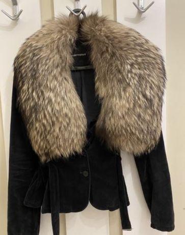 Срочно продам пиджак от Emporio Armani оригинал с натуральн мехом лисы
