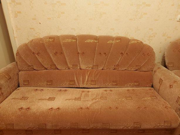 Мягкая мебель. Два кресла и диван.