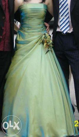 Бална рокля в страхотен цвят