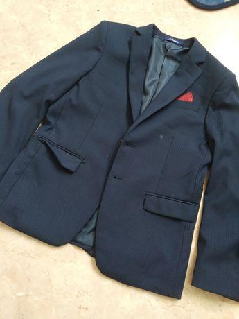 Продам костюм школьный